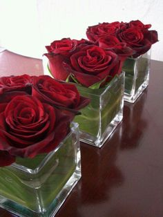 For my square vases. Short Red Rose Valentine Centerpieces - Love the leaf lined vase! Low centerpieces are perfect for a dinner party so guests can see each other. Read the post for more Valentine's Day Party Decorations Valentines Day Dinner, Valentines Day Weddings, Valentines Day Decorations, Red Rose Arrangements, Rosen Arrangements, Table Arrangements, Valentinstag Party, Table Centerpieces, Wedding Centerpieces