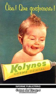 Casa da Traça  INFORME PUBLICITÁRIO Casa da Traça #09    KOLYNOS foi criada em 1908 pelo dentista Neal Jenkins nos Estados Unidos e no ano de 1917 já tinha uma fábrica no Brasil.    Kolynos vem da palavra Collino que significa untar, friccionar, esfregar.  Na década de 90, a Kolynos foi comprada pela grandiosa Colgate-Palmolive e o nome mudou para Sorriso.