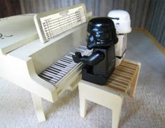 star wars legos and a piano ... so many great things in one picture!