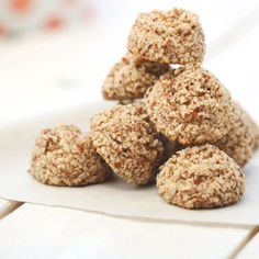 Brutti Ma Buoni / Ugly But Good Cookies Dog Food Recipes, Vegan Recipes, Italian Biscuits, Hazelnut Cookies, Cookie Bars, No Bake Cake, Delish, Good Food, Food And Drink