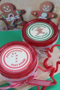 Homemade Peppermint and Gingerbread Play Dough. FREE printable too! Christmas Snacks, Christmas Crafts For Kids, Christmas Printables, Kid Crafts, Holiday Crafts, Christmas Holidays, Christmas Ideas, Merry Christmas, Body Scrubs