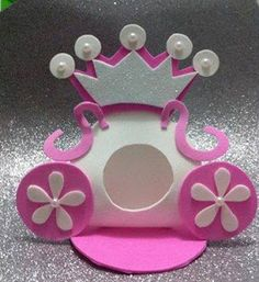 Risultati immagini per imagenes de como hacer portabombom Kids Crafts, Foam Crafts, Diy And Crafts, Paper Crafts, Princesse Party, Baby Shower Princess, Candy Bouquet, Frozen Birthday, Baby Shower Parties