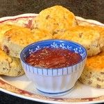 Choc Chip Scones with Strawberry Jam Strawberry Jam, Sugar And Spice, Deli, Scones, Mashed Potatoes, Chips, Ethnic Recipes, Food, Whipped Potatoes