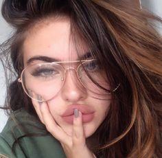 Round/Aviator Glasses Trend – Brille Make-up Cute Glasses, Girls With Glasses, Girl Glasses, Glasses Frames, Tumbr Girl, We Heart It Girl, Glasses Trends, Oversized Glasses, Fashion Eye Glasses