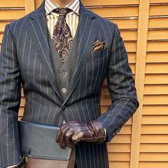 アップです。 ・ ・ ・ bulmer&lumb 生地を使ったこのスーツ、手持ちのスーツの中では最も気に入っている1着です。 ・ ・ ・ 昨日は肩凝り首凝りから目眩&頭痛&吐気とフルコースで、正直生きている心地がしませんでした。って、どうでもいいですね。 ・ ・ #bulmerandlumb #francobassi #fairfaxcollective #fiorio #dents #tramontano ・ ・ #ootd #ootdmen #outfit #mnswr #menswear #mensclothing #mensstyle #mensfashion #dapper #dappermen #sprezzatura #classydapper #styleformen #instafashion #R1 #gentlemen #classic #british #outfitoftheday #menwithclass #menwithstyle