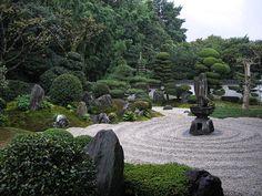Reiun-in: A sub-temple of Tofuku-ji Temple in Kyoto. Temple Gardens, Zen Gardens, Japanese Gardens, Japanese Style, Japanese Art, Sacred Garden, Japan Garden, Japanese Temple, Formal Gardens