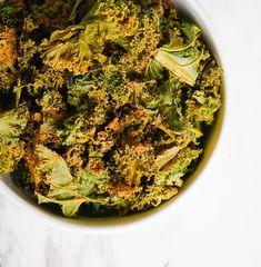 Plant Based Snacks, Plant Based Eating, Plant Based Recipes, Vegan Snacks, Vegan Dinners, Healthy Snacks, Healthy Eating, Healthy Kale Chips, Roasted Kale Chips