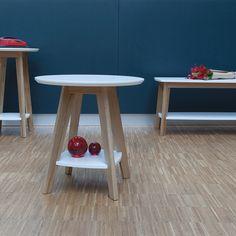 Kensal Colour Side Table By WOODMAN Tavolino con piani inMFC verniciati bianco, gambe in rovere massello.Woodman è un'azienda estoneche produce prodottidi design di alta qualità realizzati su standard esigenti. Con un'esperienza di oltre un decennio di produzione di mobili per la casa e l'ufficio, iprodotti Woodman uniscono eleganza e funzionalità a un'elevata durabilità nel tempo.  Dimensioni 55 x 55 cm