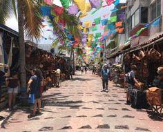 Playa del Carmen heeft een tropisch klimaat en biedt daarom eindeloos veel mogelijkheden voor zonliefhebbers en snorkellaars. Ook cultuur- en natuurliefhebbers komen niets te kort in de Rivièra Maya, met haar indrukwekkende Mayaschatten en uitgestrekte jungles. Kortom, Playa del Carmen heeft veel te bieden. Deze pagina biedt een overzicht met artikelen over de stad, haar geschiedenis, bezienswaardigheden en veel praktische tips over reizen naar deze Mexicaanse stad. Riviera Maya, Resorts, Mexico, Street View, Playa Del Carmen, Street, Vacation Resorts, Beach Resorts, Vacation Places