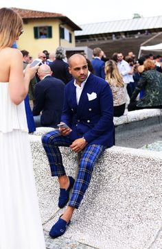 The 75 Best Street Style Looks from Pitti Uomo 90 Modern Gentleman, Gentleman Style, Sharp Dressed Man, Well Dressed Men, Suit Fashion, Mens Fashion, Fashion Tips, Dandy Look, Suit Man