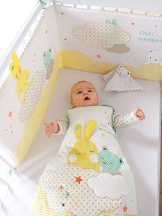 Silhouette Gigoteuse brodée spécial éveil thème Ciel mon doudou ! + Tour de lit spécial éveil bébé thème Colorami + Drap housse jersey bébé uni blanc : lot de 2 -