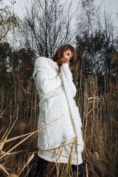 Согревайся этой зимой красиво вместе с RITO! Ищи платья крупной вязки свободного кроя и меховые жилетки из нашей осенне-зимней коллекции в сети магазинов RITO!