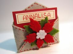 idea for christmas table ♥ Felt Christmas Ornaments, Christmas Mood, Handmade Ornaments, Christmas Makes, Christmas Signs, Christmas Projects, Felt Crafts, Holiday Crafts, Felt Decorations