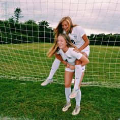 Cute Soccer Pictures, Sports Pictures, Soccer Pics, Soccer Goals, Soccer Sports, Soccer Quotes, Nike Soccer, Soccer Cleats, Football Girls