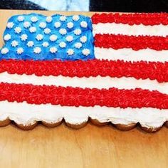 Celebrate America with these 4th of July party foods. There are grilling recipes, BBQ side dishes, festive 4th of July appetizers, 4th of July desserts and red, white and blue drinks included. These patriotic 4th of July party foods are perfect for a crowd. Patriotic Desserts, 4th Of July Desserts, Fourth Of July Decor, 4th Of July Decorations, 4th Of July Party, Boiled Egg Diet Plan, Blue Drinks, Food Ideas, Decor Ideas