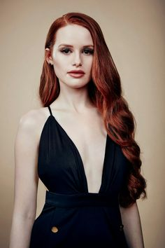 Madelaine Petsch is an American actress best known for her role as Cheryl in the Archie adaptation Riverdale. Beautiful Redhead, Beautiful People, Auburn, Riverdale Cheryl, Belle Silhouette, Madelaine Petsch, Cheryl Blossom, New Hair, Wavy Hair