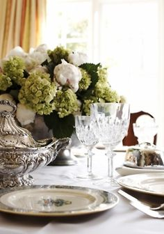 Pretty and simple table scapes
