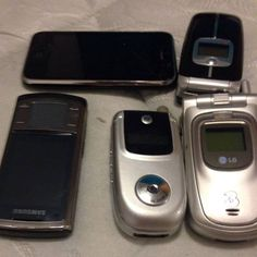 Was helping my friend have a #clearout last night and found that none of these beauties (which she'd been saving for years) had chargers #classsicphones #oldschool #catharticcleansing it always feels good to get rid of things you don't need so that your life isn't as #cluttered helping my friend clean even made me feel better  #instafitnessjourney