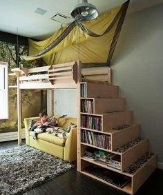 Beliche com sofá, escada estante e teto de barrada. by Fred Nogueira
