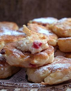 przepis drożdżowe racuchy Fussy Eaters, Polish Recipes, Good Food, Fun Food, Baking Recipes, Pancakes, French Toast, Brunch