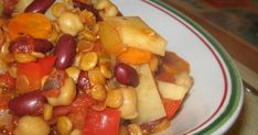 J'ai chipper cette recette chez Le palais gourmand (encore une fois) qui elle l'avait pris chez Les gourmandises de Dionysus, forum. Je l'a... Fruit Salad, Vegetarian Chili, Greedy People, Food, Recipe, Fruit Salads