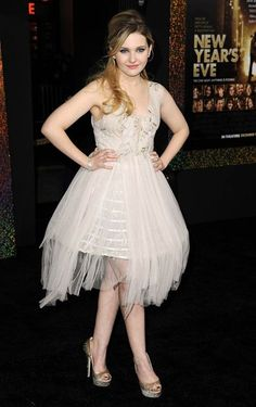 Abigail Breslin..when the heck did she grow up?? I love that she isn't some twiggy sickly looking creature, got some meat on her and is all the more beautiful for it :)