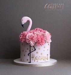 Pretty in pink flamingo cake by Juniper Cakery Pretty Cakes, Cute Cakes, Beautiful Cakes, Cakes Originales, Birthday Cakes For Women, Cake Birthday, Amazing Birthday Cakes, Fake Cake, Birthday Cake Decorating
