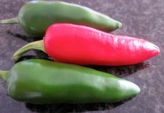 Chillies, chilies, chilli pepper or chili pepper - great little things that go with anything. Chili, Bullet, Stuffed Peppers, Vegetables, Chile, Stuffed Pepper, Vegetable Recipes, Chilis, Stuffed Sweet Peppers
