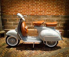 Old School Vespa Scooter Vespa Giuseppe - Old School Vespa