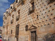 **Palacio del infantado, Guadalajara. Sillería isódoma con adorno de puntas de diamante.