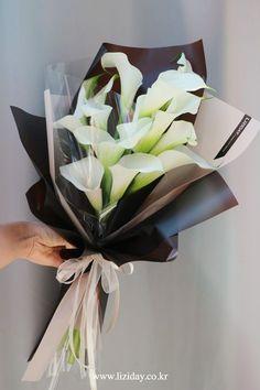 Flowers bouquet gift florists 50 ideas for 2019 Boquette Flowers, How To Wrap Flowers, Paper Flowers, Planting Flowers, Beautiful Flowers, Flower Bouquet Diy, Bouquet Wrap, Hand Bouquet, Floral Bouquets