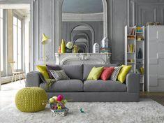 Superbe salon avec un canapé gris et des suspensions déco