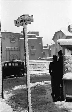 Stație de autobuz în cartierul Cotroceni, anul 1939. Foto: Willy Pragher