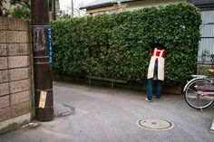 Photographer Shin Noguchi captures comical human moments in street photography. Walking through the streets of Japan, photographer Shin Noguchi has an eye for capturing humorous, heartbreaking and … Kamakura, Colossal Art, Street Photographers, Japanese Culture, Beautiful Moments, Im Not Perfect, How To Memorize Things, In This Moment, Urban