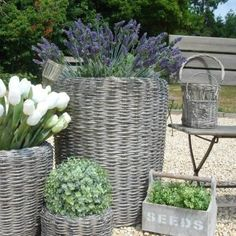 Creative Tricks Can Change Your Life: Wicker Couch Texture wicker stool storage. Creative Tricks Can Change Your Life: Wicker Couch Texture wicker stool storage. Rattan Planters, Garden Planters, Wicker Baskets, Wicker Shelf, Wicker Purse, Wicker Couch, Wicker Headboard, Wicker Dresser, Wicker Bedroom