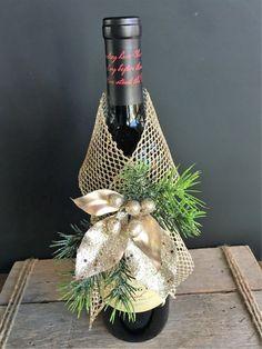 Golden Wine Wrap Dress Your Bottle To Impress! Gift wrap for any bottle. Golden Wine Wrap Dress Your Bottle To Impress! Gift wrap for any bottle. Wrapped Wine Bottles, Wine Bottle Tags, Wine Bottle Crafts, Diy Wine Bottle Gift Wrap, Wine Bottle Wrapping, Wine Tags, Bottle Centerpieces, Christmas Wine Bottles, Gift Wraping