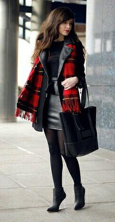 Fashion Tights, Black coat, plaid scarf, black shirt and leather. Fashion Tights, Plaid Fashion, Fashion Outfits, Fashion Pics, Retro Outfits, Vintage Outfits, Nice Outfits, Black Winter Coat, Tartan Scarf
