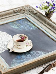 frame tray - could even make it a chalk board base and scribble on it Frame Tray, Diy Frame, Diy Wall Art, Diy Art, Do It Yourself Projects, Projects To Try, Picture Frame Crafts, Old Frames, Fun Crafts