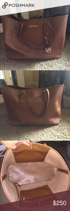 Michael Kors Large Jetset Tote bag Great bag for travel or for every day! It's the large jet set Tote by Michael Kors. 100% authentic! Excellent like new condition! No stains, marks, tears or signs of wear! Michael Kors Bags Totes