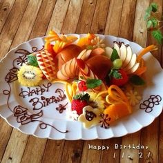 Fruit Art fresh platter welcome Fruit Recipes, Cake Recipes, Anniversary Dessert, Pastel Cakes, Birthday Plate, Food Carving, Sweet Box, Fruit And Veg, Japanese Food