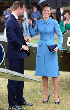 In mild drizzle at Omaka Aviation Heritage Centre, the Duke and Duchess of Cambridge inspected a range of vintage planes and stepped inside ...