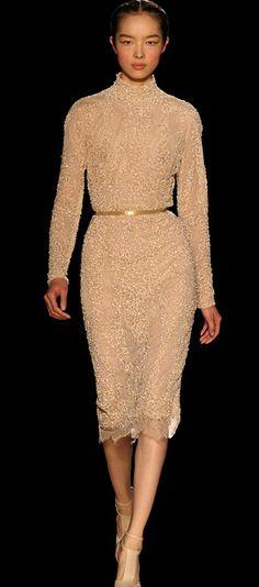 Elie Saab   Haute Couture Automne Hiver 2012 2013. Robe courte en tulle  poudré 9217f5126a2