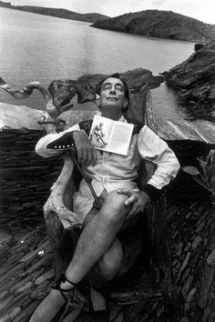 By Marc Riboud. Salavador Dali in 1963 at his home at Port Lligat, near Cadaques on the Costa Brava. Salvador Dali Gemälde, Salvador Dali Paintings, Marc Riboud, Cadaques Spain, Figueras, Frida Art, Arte Obscura, Foto Art, Monochrom