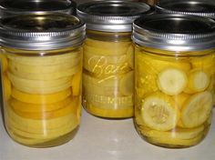 Canning Summer Squash & Zucchini - no longer recommended by USDA, so use caution. But would be great for putting up the bumper crop we've had this year :) Canning Yellow Squash, Canning Squash, Canning Zucchini, Canning Corn, Canning Labels, Canning Tips, Home Canning, Canning Recipes, Easy Canning