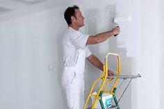 Nieuwe wanden moeten eerst behandeld worden met een primer voordat u aan de slag kan gaan met een muurverf.