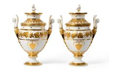 Par de vasos em porcelana Francesa de Paris do sec.19th, 46cm de altura, 41,160 EGP / 16,985 REAIS / 5,080 EUROS / 5,430 USD https://www.facebook.com/SoulCariocaAntiques
