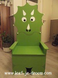 Deze Kindertroon ontwierp ik voor Dinoland in Zwolle, daar wordt hij gebruikt voor  Kinderverjaardagsfeestjes