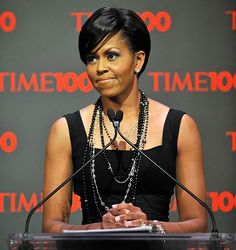 Hair Evolution of Michelle Obama - Essence Michelle Obama Quotes, Barack And Michelle, American First Ladies, African American Women, Michelle Obama Hairstyles, Barack Obama Family, Michelle Obama Fashion, Hair Evolution, Short Hair