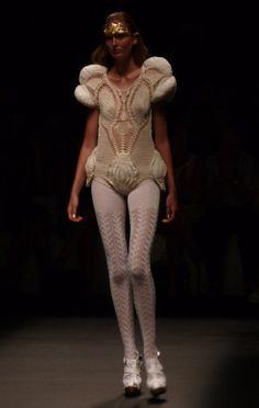 - 080 Barcelona, Barcelona Fashion, Sculptural Fashion, Couture Fashion, Knitwear, Costumes, Fashion Design, High Class Fashion, Tricot