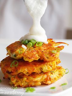 Kat of gooseberrymooseberry - Yam and Potato Cakes: These savory and sweet cakes are tasty by themselves, with a dollop of sour cream or low-fat yogurt, or as a side dish for dinner. Potato Dishes, Potato Recipes, Vegetable Recipes, Side Recipes, Great Recipes, Favorite Recipes, I Love Food, Good Food, Yummy Food